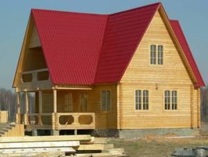 Красная крыша дома