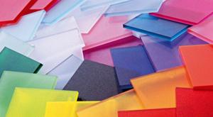 В число преимуществ поликарбоната входит и многообразие цветов