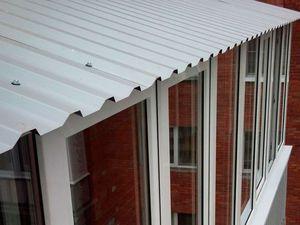 Крыша на балконе из профнастила