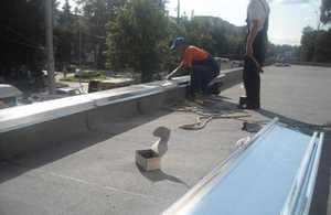 Описание процесса устройства парапета на крыше зданий