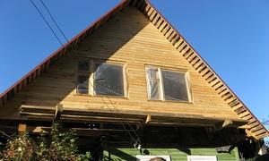 Деревянный дом с фронтоном